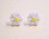 White Daisy Post Earrings - Stud Earrings - Resin Flower Earrings - mssylsstuff