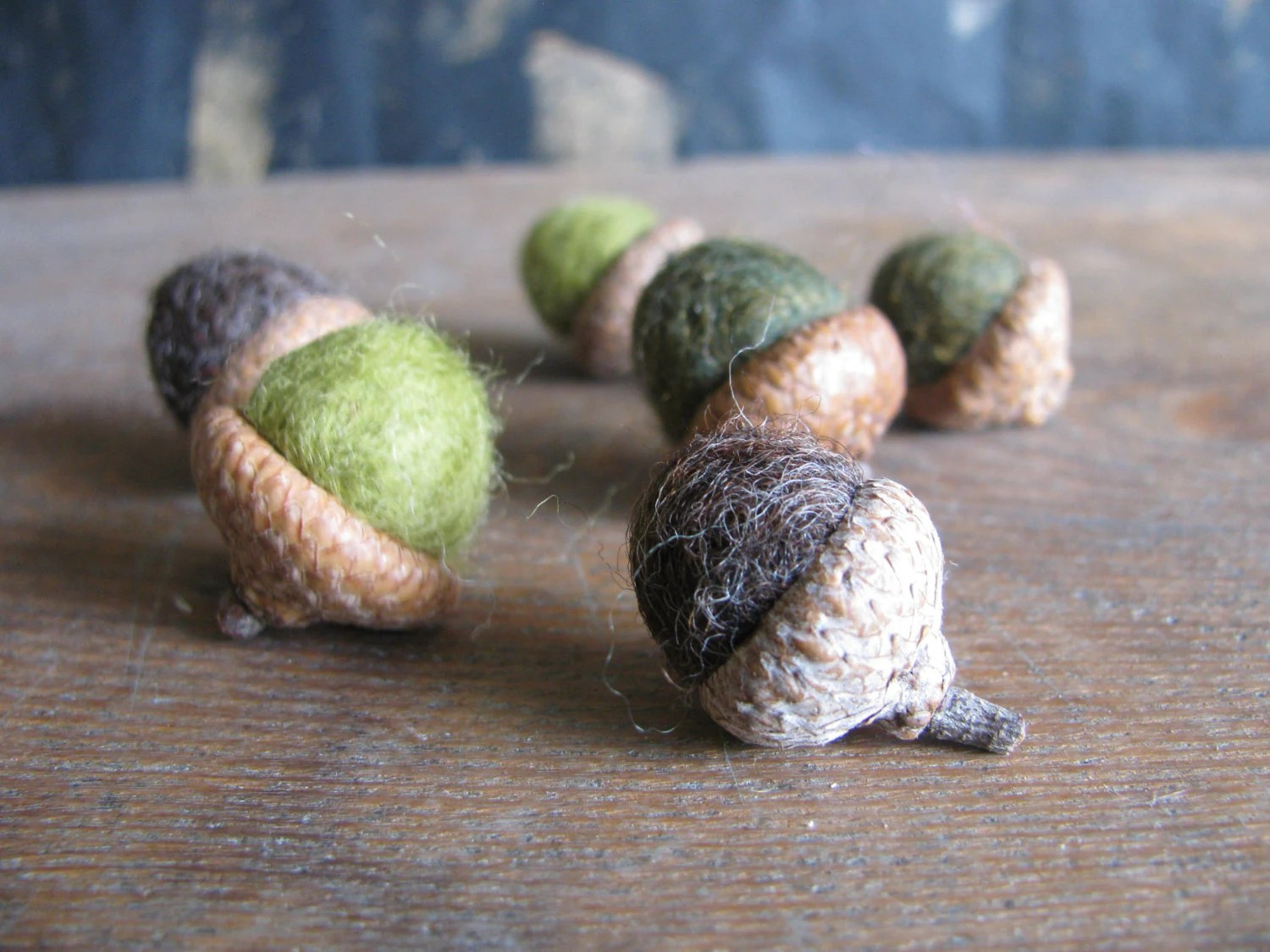 Felted wool acorns, set of 6, colors of the undergrowth, green and brown - HouseOfMoss