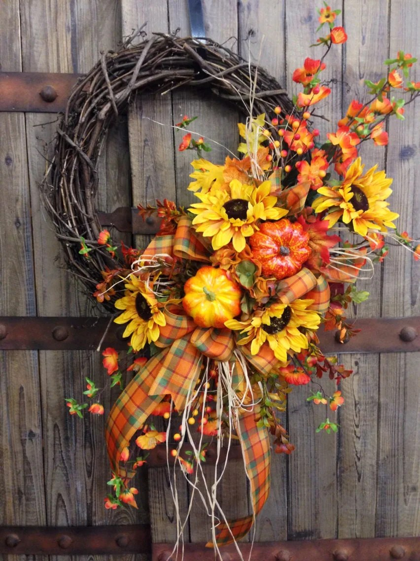 Traditional Fall Grapevine Wreath on Vine Decor Ideas  id=74957