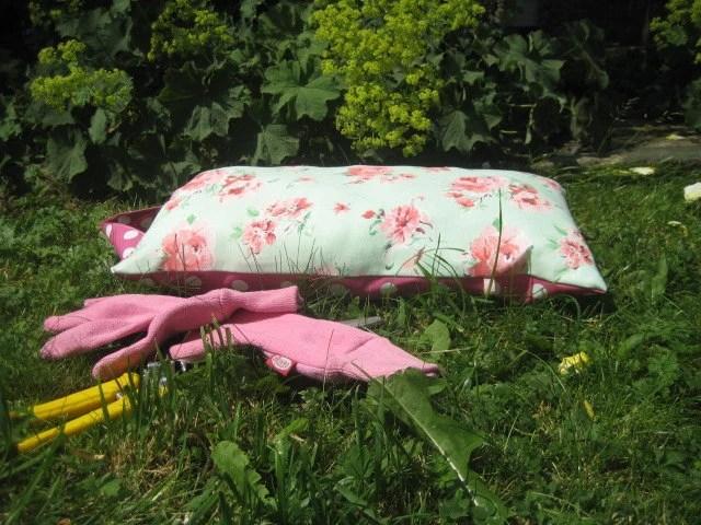 Garden Kneeler Cushion.  Use to protect your knees or bottom - WinneyAndRose