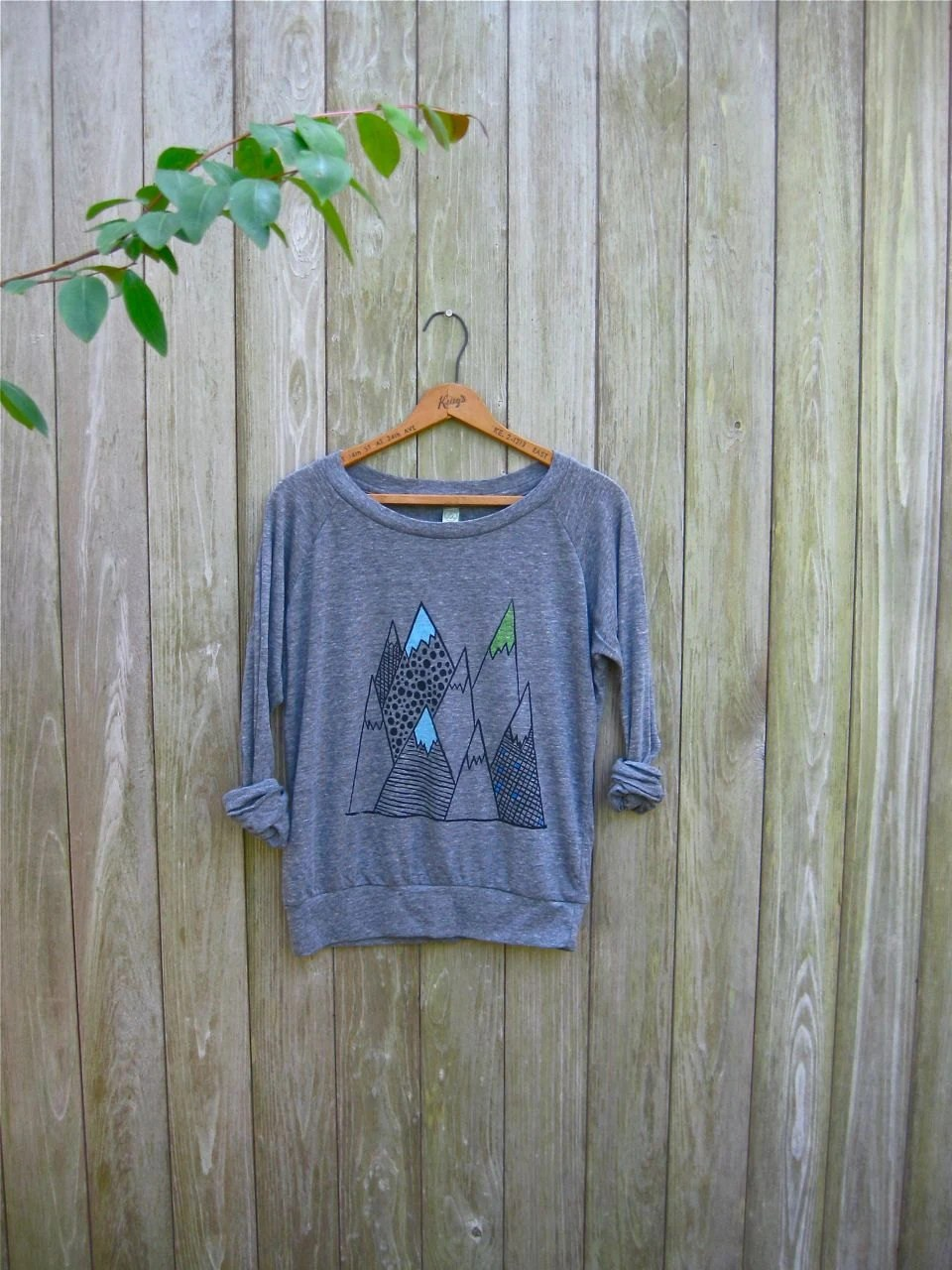wild and free Mountain Shirt, Hiking Shirt, Camping Pullover, Yoga Top, S,M,L,XL - nicandthenewfie