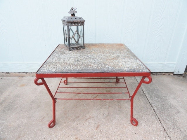 Vintage table coffee side end wrought iron retro red for Rustic outdoor coffee table