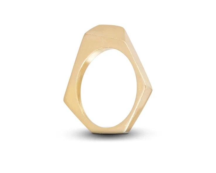 Minimalistic gold wedding band for women with a geometrical shape - TAMIESHEDTSQUARED