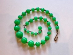 Vintage 1950s Jade Green Beaded Necklace / Choker