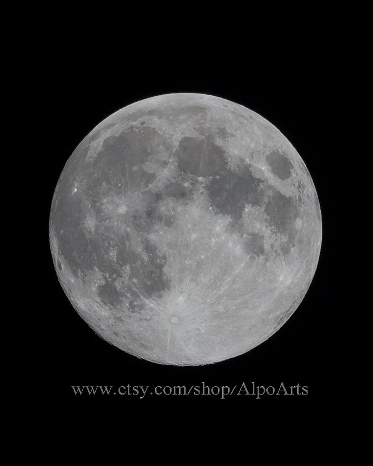 Full moon close up photo - AlpoArts