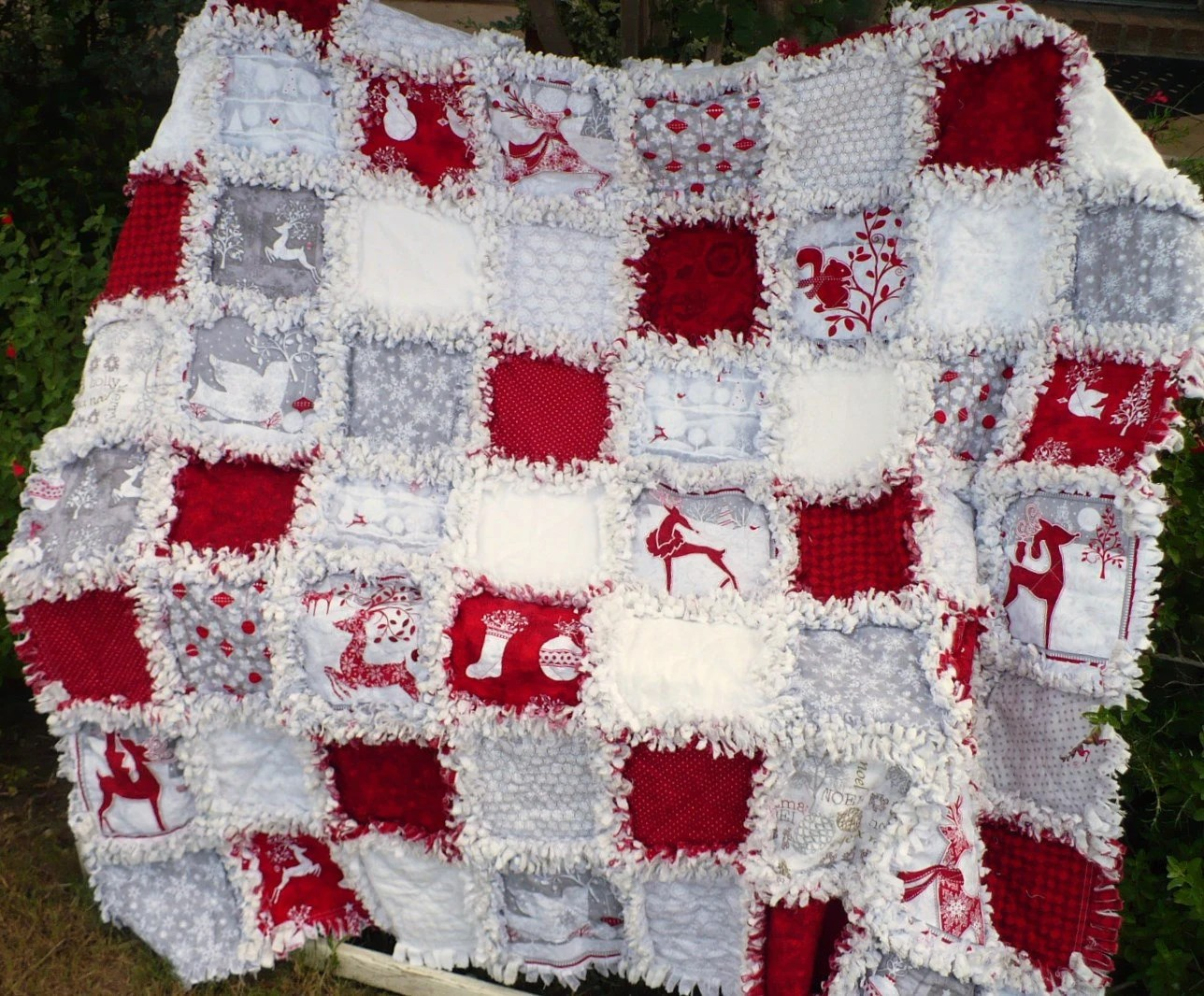 Christmas Rag Quilt Holiday Frost In Red And Gray Forest
