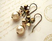 Pearl bow earrings, brass. Ivory pearl earrings, antiqued brass bow, with Swarovski crystal, pearl. Pearl brass jewelry - ArtfulTrinkets1