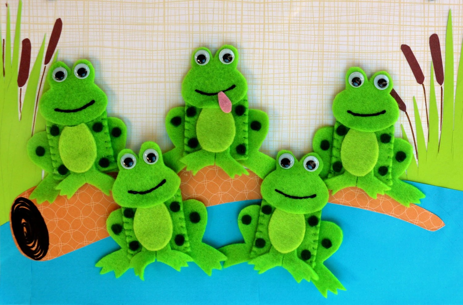 Five Green Speckled Frogs Finger Puppet Set