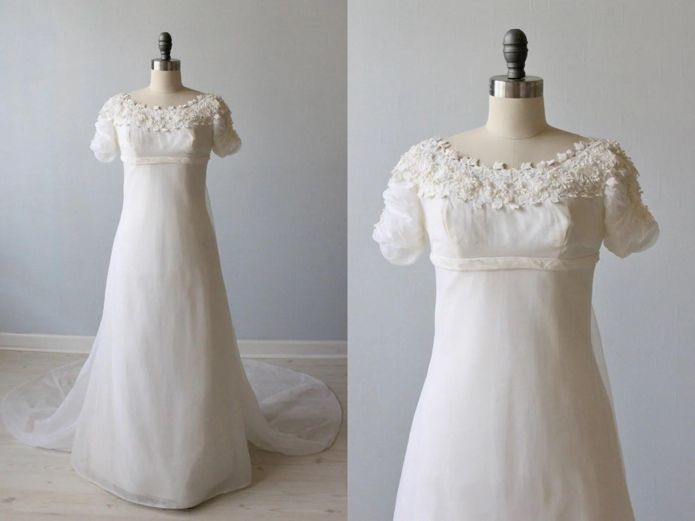 Lace Wedding Dress / 1960s Wedding Dress / Sheath / Chapel