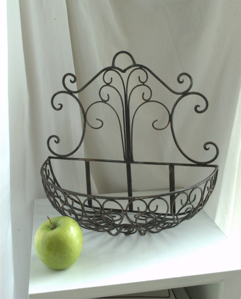 Rustic Wrought Iron Wall Mounted Planter Basket / Modern on Iron Wall Vases id=35688