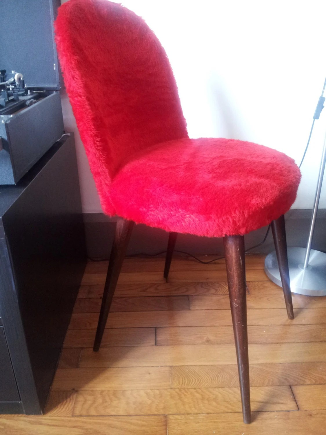 Chaise moumoute rouge haute juice - Chaise rouge transparente ...