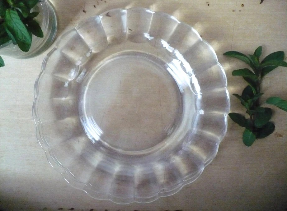 Set Of 8 Vintage Dessert Plates Clear Glass With