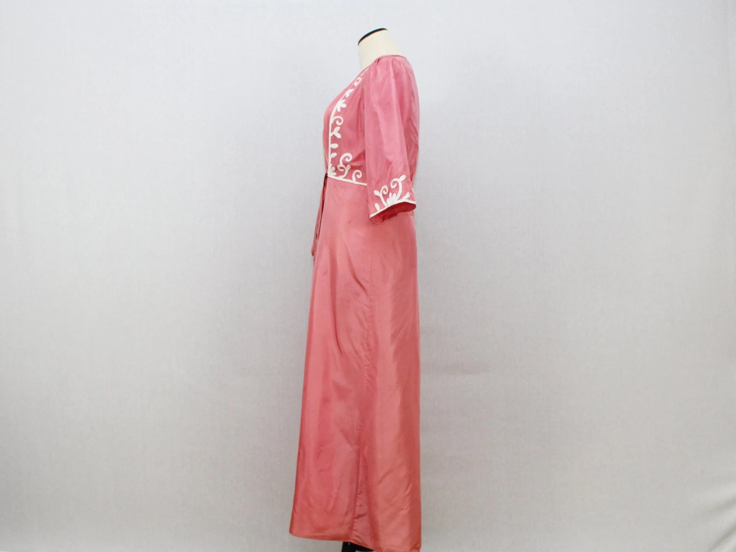 Vintage 1940s Coral Embroidered