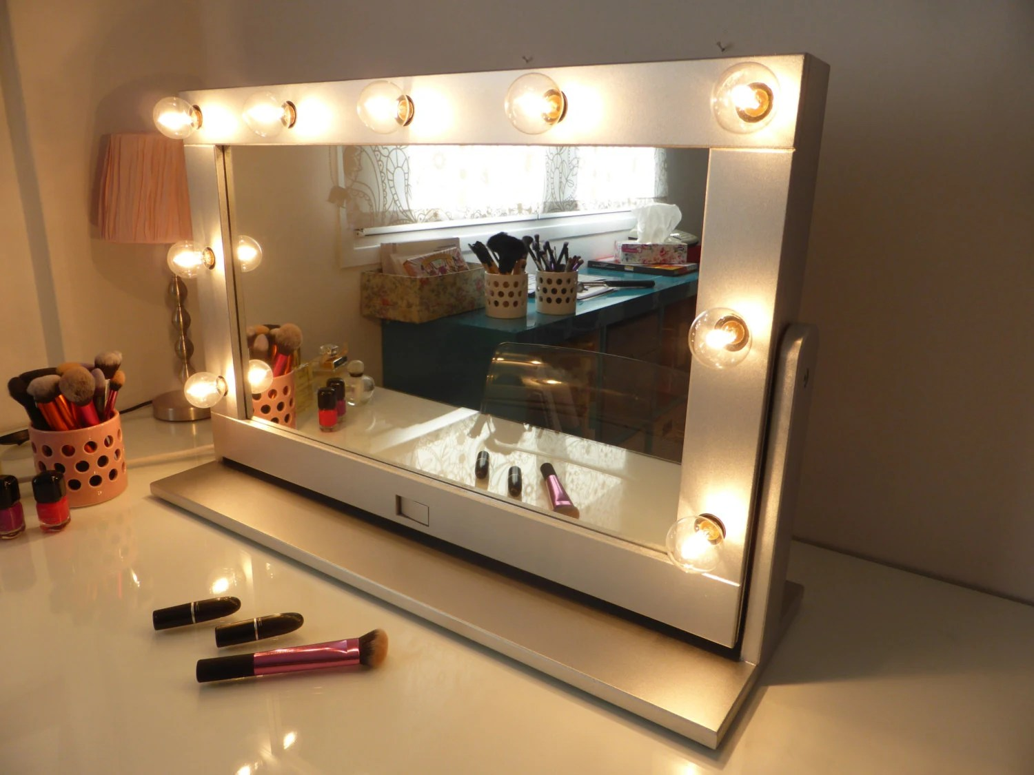 Make Your Own Vanity Mirror Lights