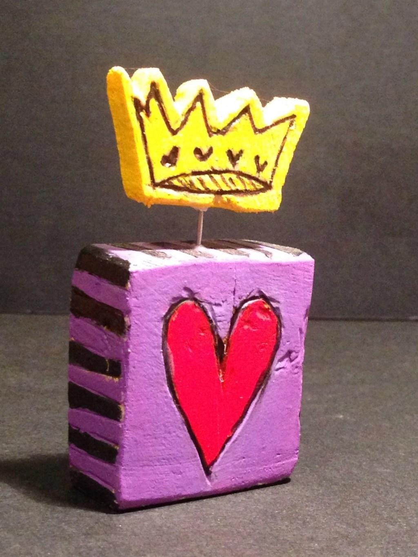 "Mini art block with topper – ""queen of hearts"" purple."