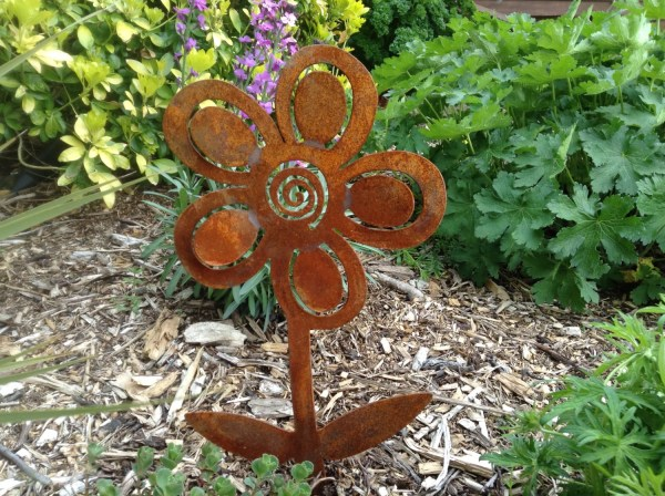 rusty metal flowers garden art Rusty Flower / Rustic Garden Decor / Rusty Metal Garden Art