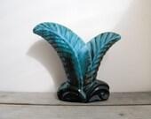 Blue mountain pottery vas...