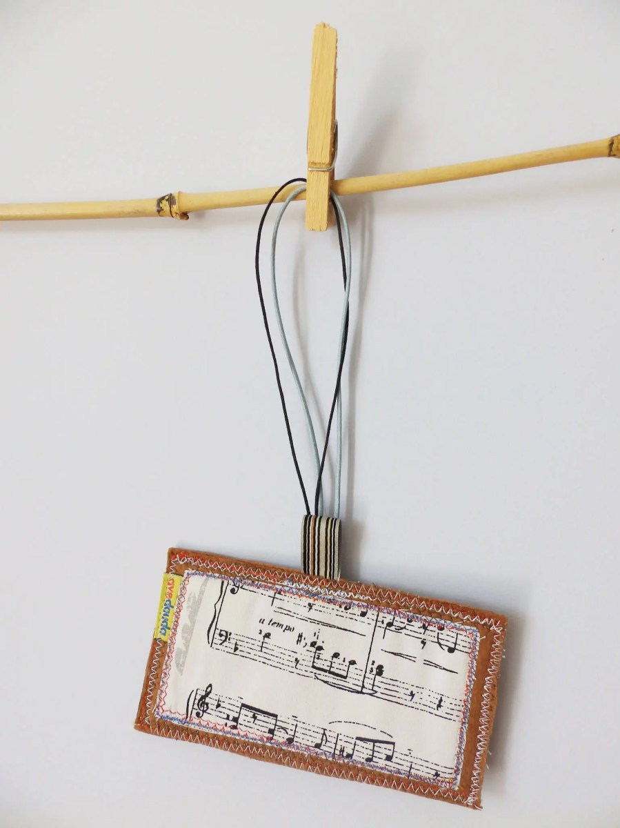 Music travel luggage tag, with music sheet READY TO SHIP, ideal for a music lover