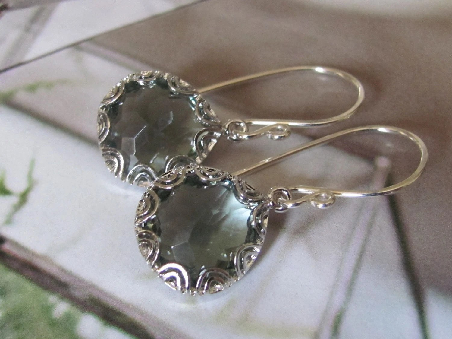 Faceted Gray Glass Detailed Earrings