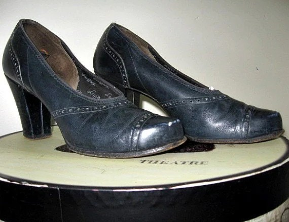 vintage 40s bump toe cuban heeled shoes navy blue pumps crawford era