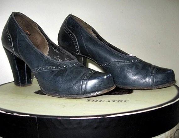 vintage 40s bump toe cuban heeled shoes navy blue pumps crawford era