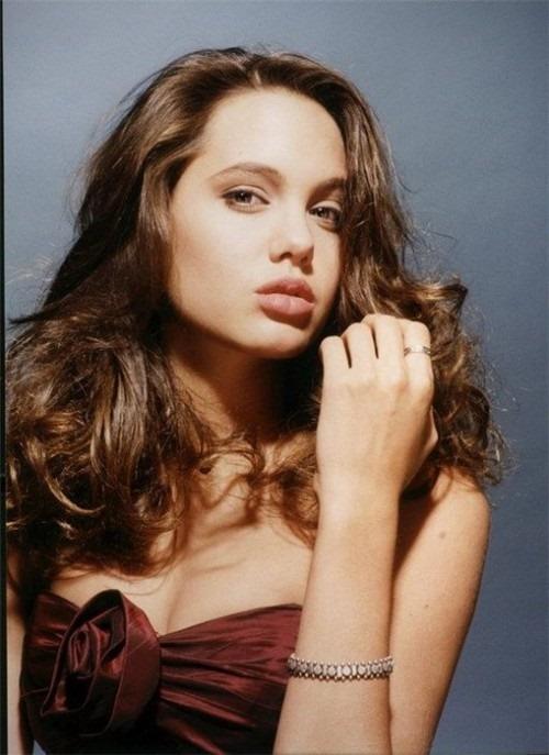 Анджелина в 1991 году (8 фото)