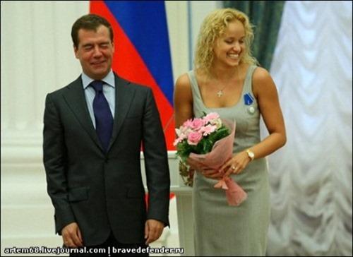 Фотосказ о том, как президент РФ вручал награды победителям Олимпиады 2008