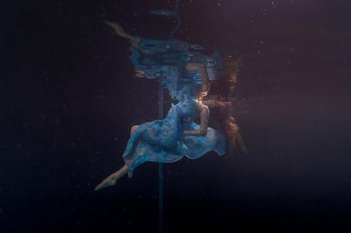 Стриптиз под водой: захватывающие фотографии