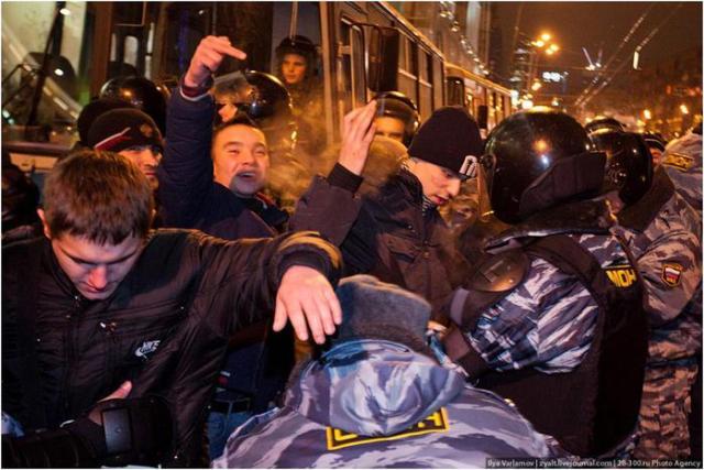 Беспорядки в Москве у Киевского вокзала (фоторепортаж)