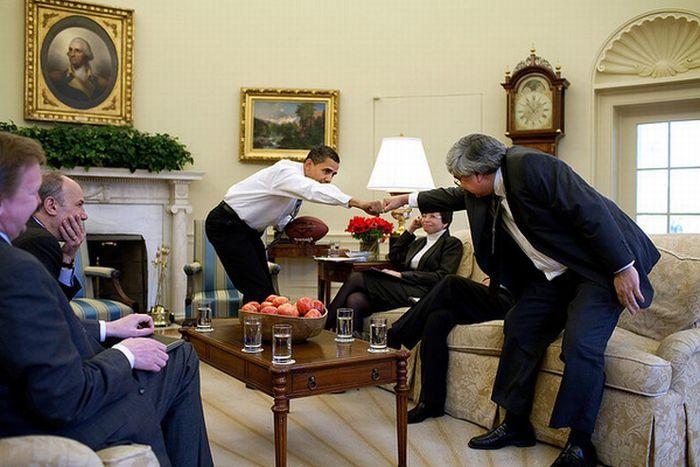 Железный кулак Обамы (10 фото)