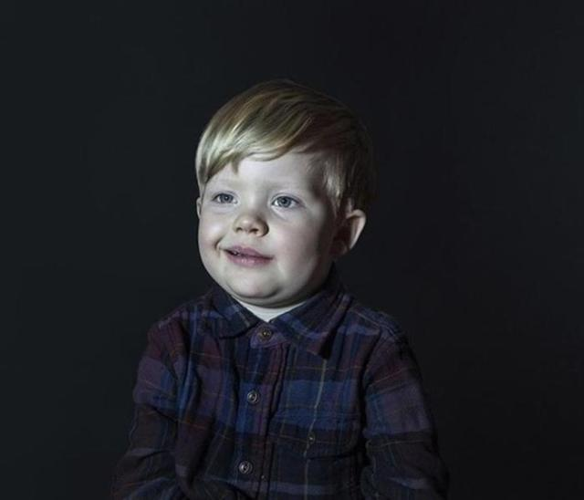 Как выглядят дети у «зомбоящика». Фотопроект, который должны увидеть все родители