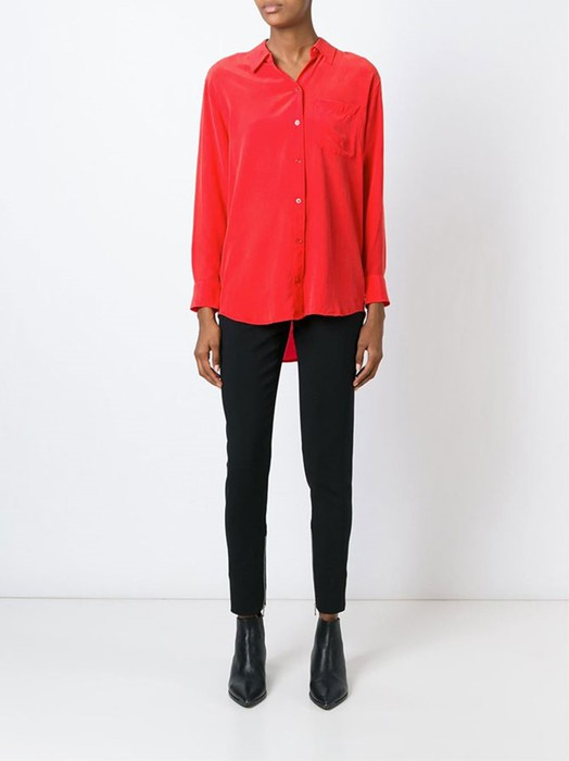 Простой совет: с чем носить красную рубашку