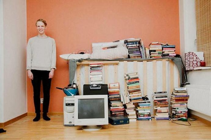 «Все, чем я владею». Фотографии молодых людей со всем своим имуществом