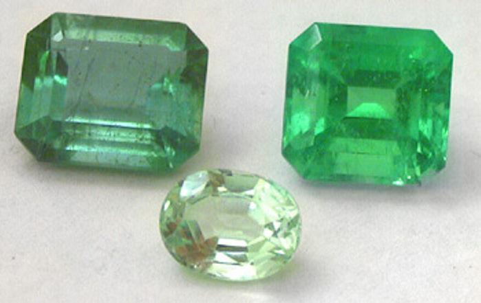 Frumoasă piatră de smarald. Emerald - Green Gemstone Emerald Gemstone