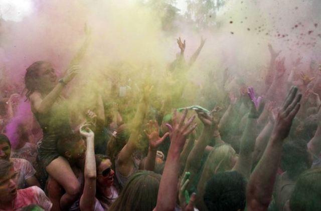 Цветной фестиваль в Москве