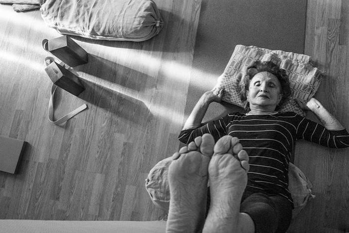 «Моменты и элементы». Фоторепортаж о пожилых любителях йоги в России