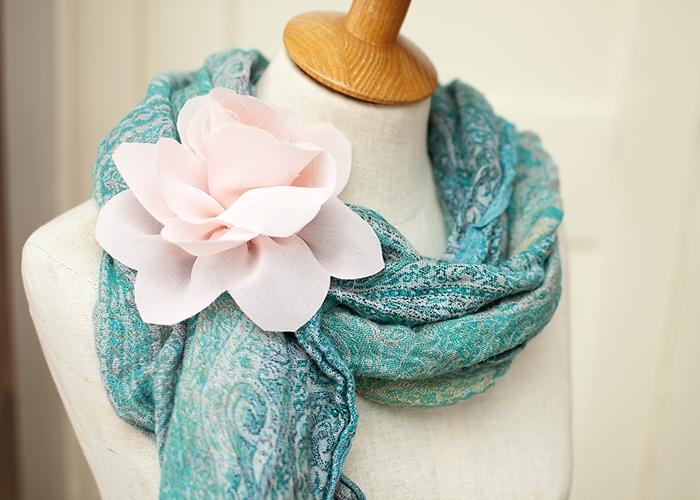 Giyim kumaş çiçek süslemeleri.  Georgette bir LOTUS (16) (700x500, 271Kb)