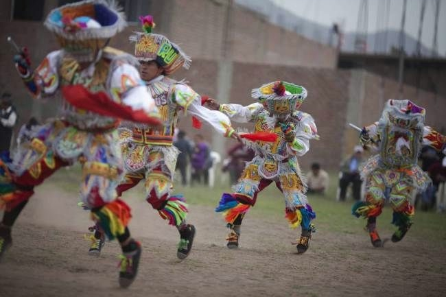 перуанский танец с ножницами фото 5 (650x433, 100Kb)