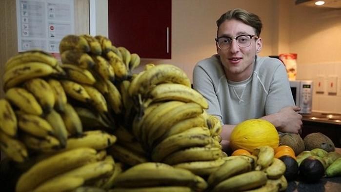 Диета этого студента— 150 бананов в неделю!