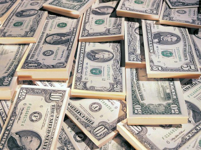 Почему денег много не бывает