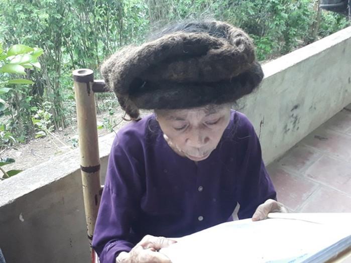81 летняя дама из Вьетнама отрастила волосы до 3 метров