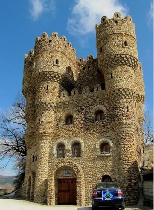 Испанец самостоятельно построил замок за 20 лет