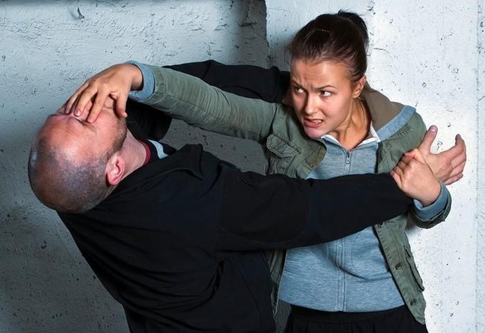 5 простых, но эффективных приемов, чтобы справиться с хулиганом в драке