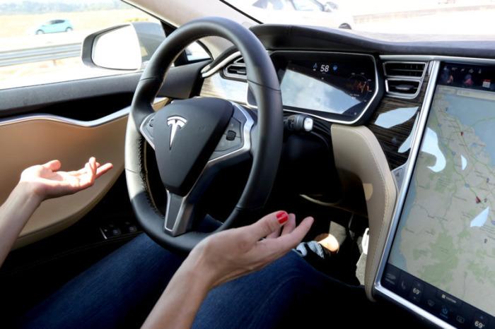 Автомобили умнеют на глазах. Скоро Tesla станет ещё лучше!