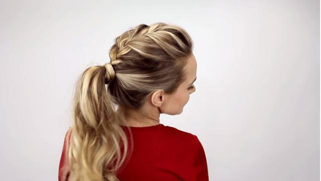 7 отличных альтернатив невзрачному хвостику. Пара минут и вы— королева!