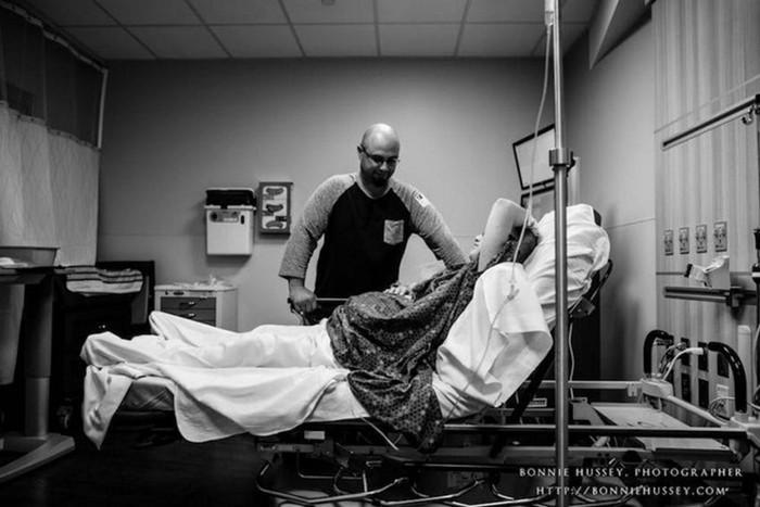Фотопроект о больной раком беременной женщине. Она решила рожать!
