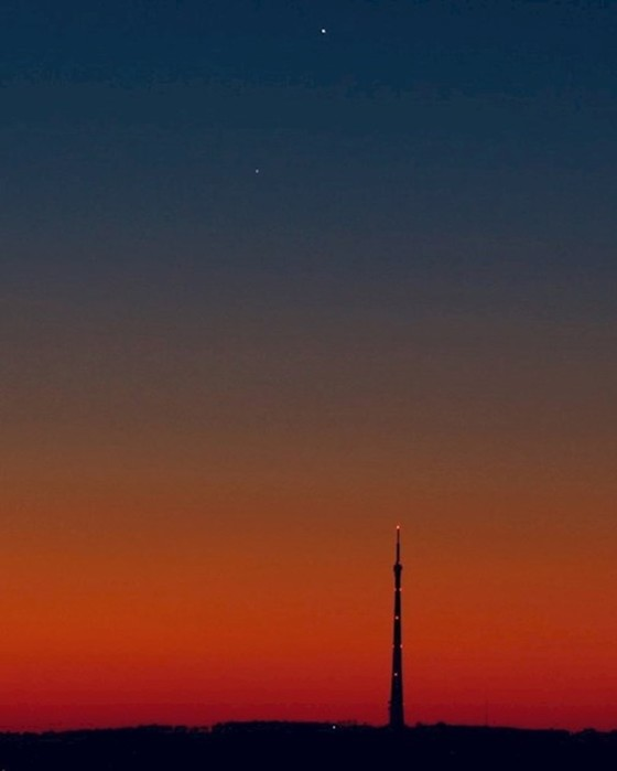 «Поцелуй» планет: фото и видео сближения Венеры с Юпитером уже есть в Сети