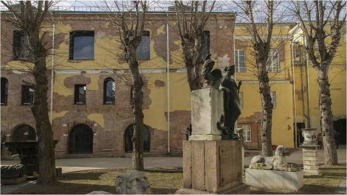 Экскурсия в павильон «Руина» московского Государственного музея архитектуры им. Щусева