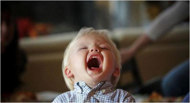 По каким причинам у ребенка могут болеть суставы