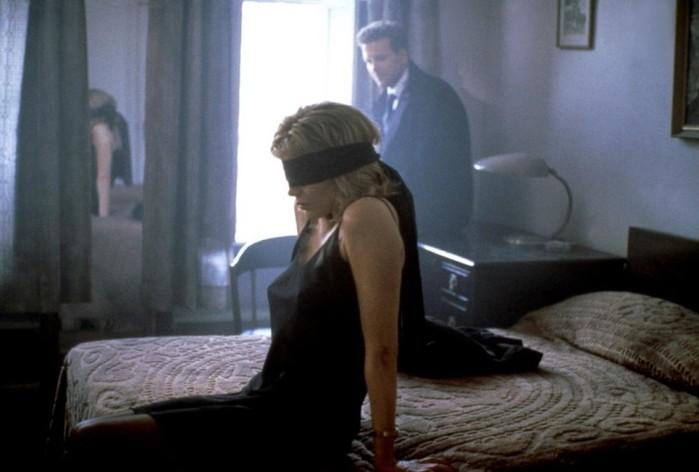 5 очень слабых фильмов, которые всё равно любят: кровь, обнаженка, голубые экраны